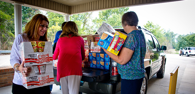 Paducah Bank employees unload food out of the back of a truck