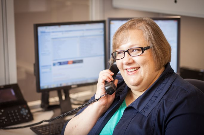 Paducah Bank employee eagerly greets a customer on the telephone